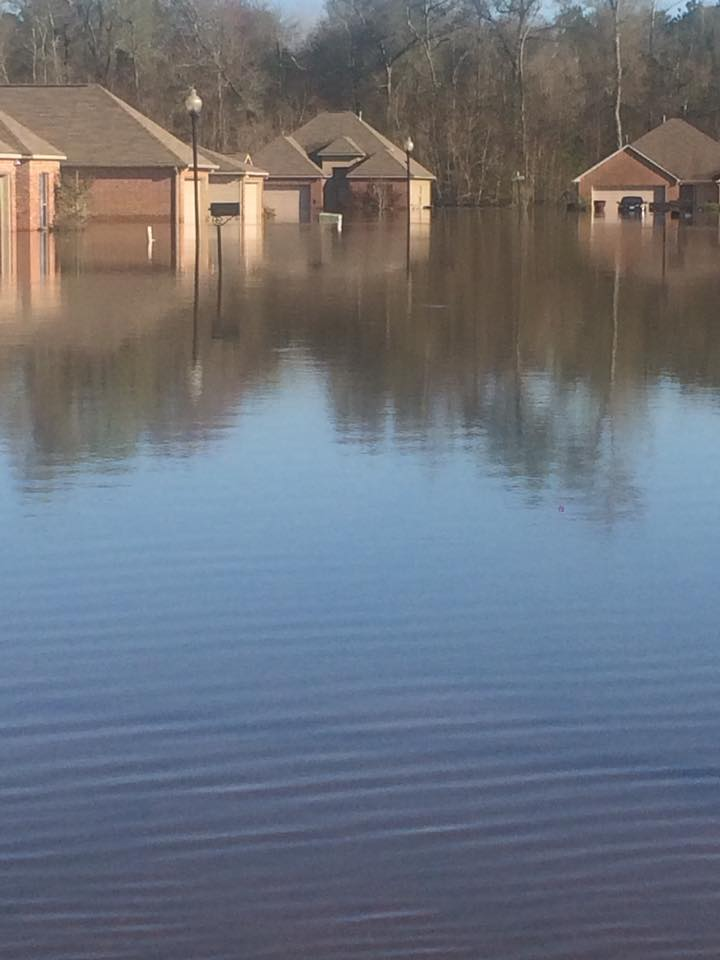 Flood relief continues in Southeast Texas, Louisiana